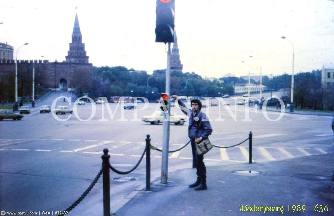 Маленький светофор на Боровицкой площади