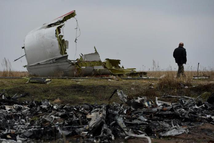 Власти Нидерландов скрыли секретное соглашение о контроле над расследованием крушения Boeing Оригинал статьи: http://russian.rt.com/article/60896?id#ixzz3JsA0xicD