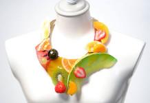Красочное фруктовое ожерелье