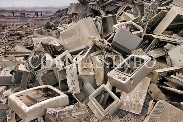 Гана. Свалка в городе Аккра. Наш электронный мусор в конце своей жизни обычно оказывается в странах третьего мира.