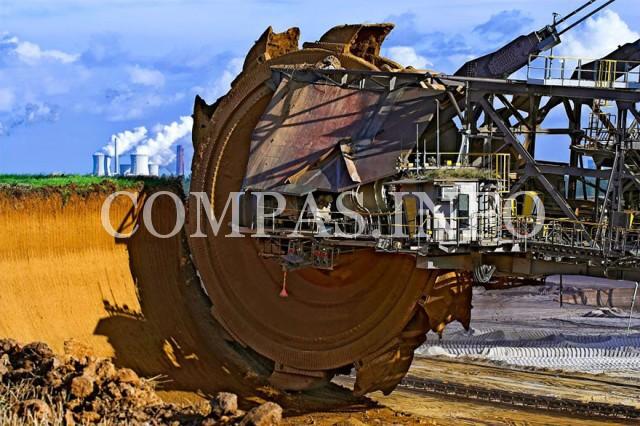 Германия. Самый большой экскаватор в мире «Bagger 288» используется для добычи угля в шахте Гамбах.