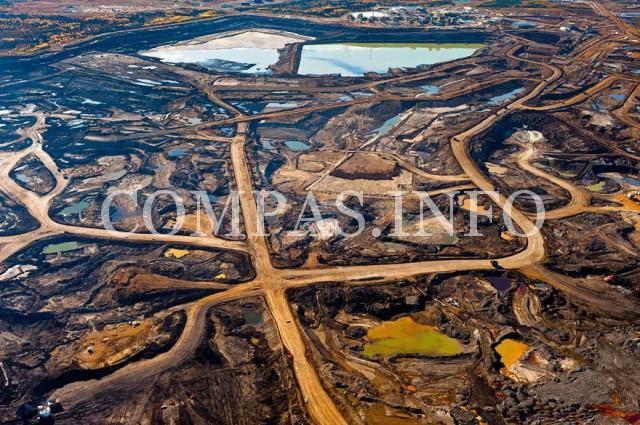 Канада. Зоны в провинции Альберта, богатые минеральными смолами, уничтожены в результате  горнодобывающей деятельности и выброса токсичных отходов