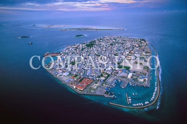 Мальдивы. Наводнение по вине глобального потепления и деятельности человека. Полное затопление наступит через 50 лет