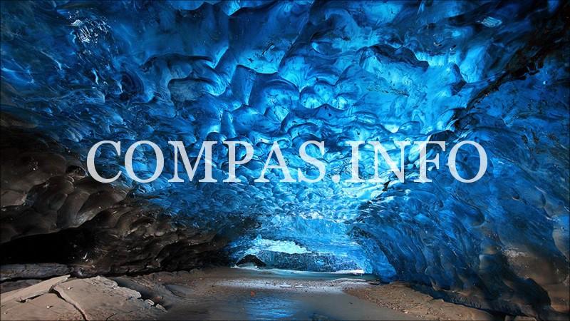 surreal-places-skaftafeli-cave-iceland