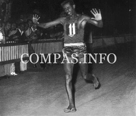 Abebe_Bikila_maratona_olimpica_Roma_1960
