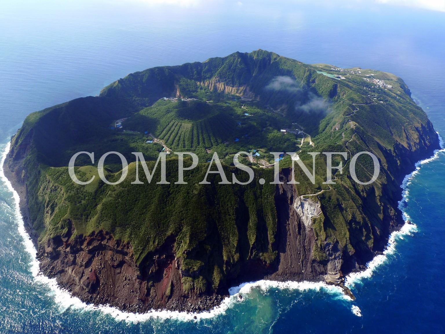 Aogashima-Island-above